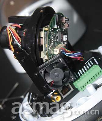 利凌自动对焦防破坏球型网络摄像机
